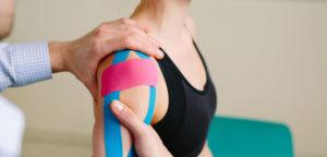 Что такое кинезиотейпирование плечевого сустава и когда оно проводится